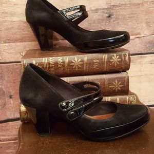 Clarks suede Marie-Jeanne heel shoes